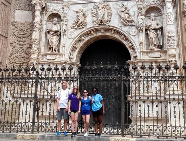 Students in front of the Collegiate Church of Santa María la Mayor.