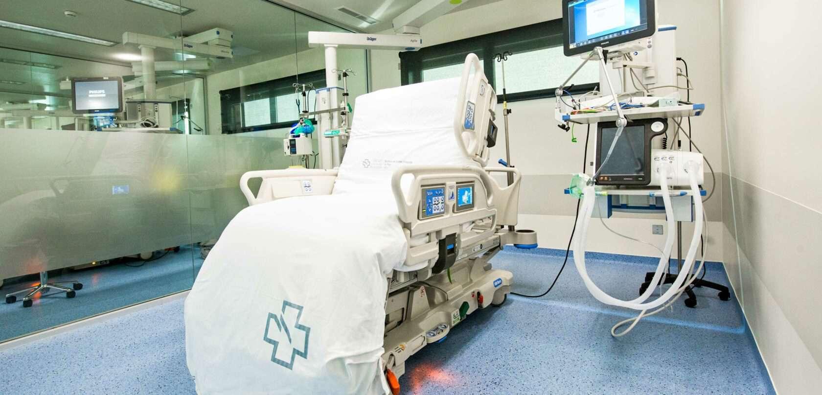 A hospital chair in a room. (Vigo, 2015)